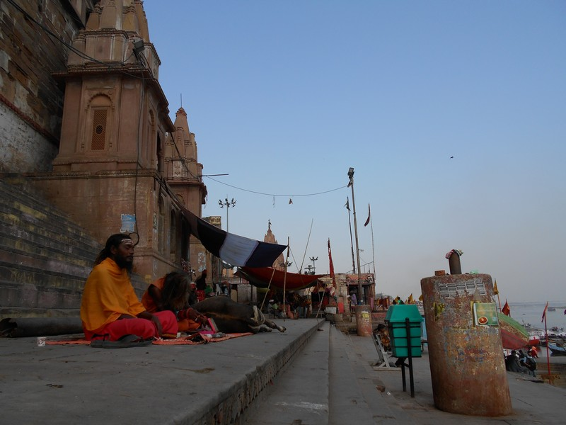 During my stay in Varanasi, of course, I would need to better understand what's going on every day in each fireplace I saw while walking on the riverside.