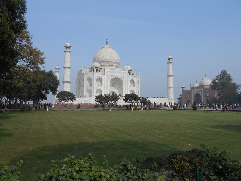 Taj Mahal is one of the most crowded places I have visited during these months. Probably because it is one wonder of the world.