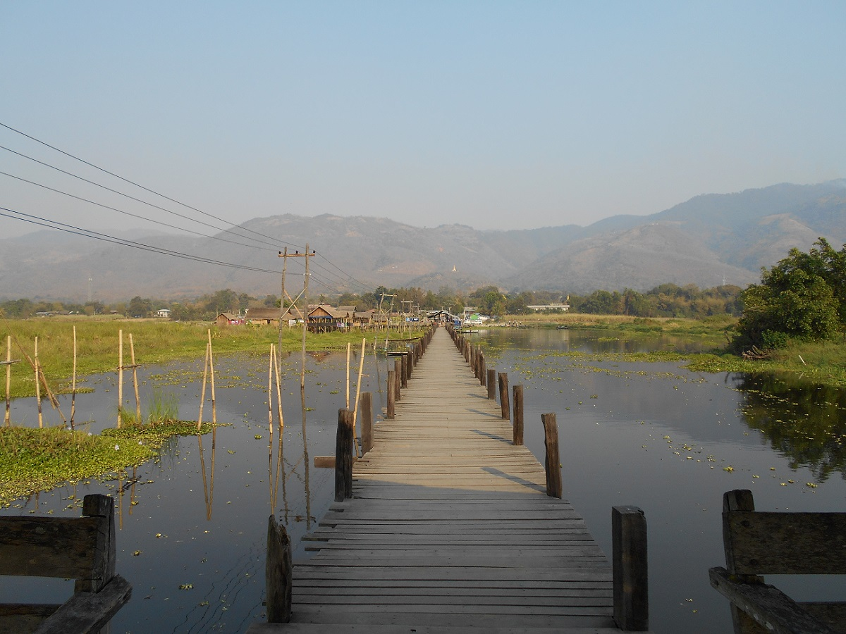 I reach Inle Lake after cycling 1h30