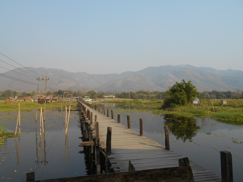 It's my first day in Inle Lake preserved area! I rent a bike in the hostel I'm staying and I spend the day exploring the area on my own.