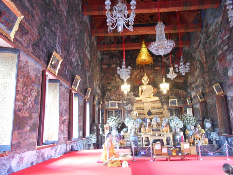 Wat Arun is one of themagnificent Bangkok temples and a must visit in the city. It is different from all the rest, with a huge detailed stupa.