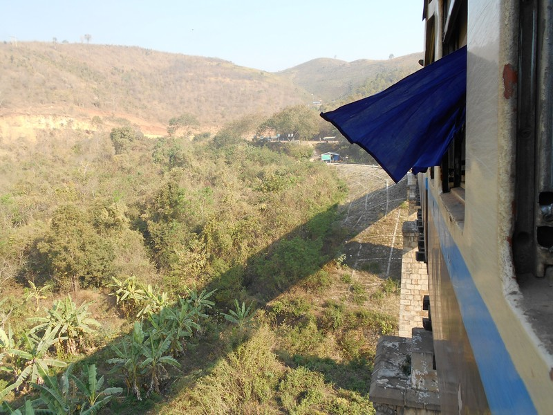 I have read a lot about the slow train to Thazi and how it is an incredible experience to have in Myanmar. After readung about it, I decided to do it.