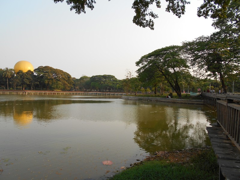 After visiting the Shwedagon Pagoda in Yangon, I went to the garden nearby: Kandawgyi lake. It's a pleasant and quiet place to chill out for a bit.