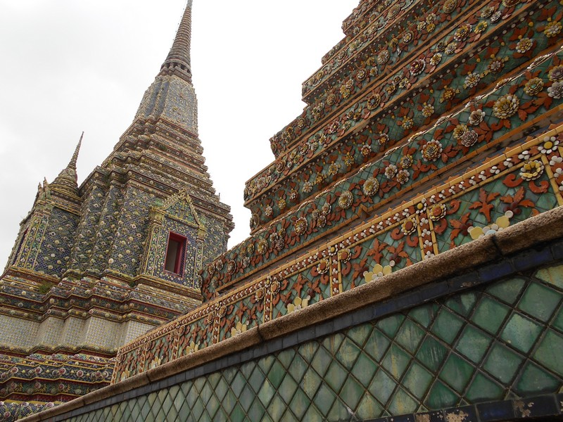 Wat Pho was one of the Bangkok Temples most crowded with tourists. We took around 2 hours to visit the complex full of beautiful stupas.