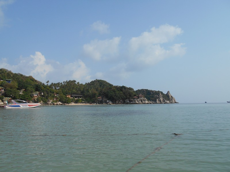 The hostel where I'm staying in is a 10 min walk to Chalok Baan Kao Bay, the closest of Koh Tao beaches for me. It was the 1st place visited on the island.