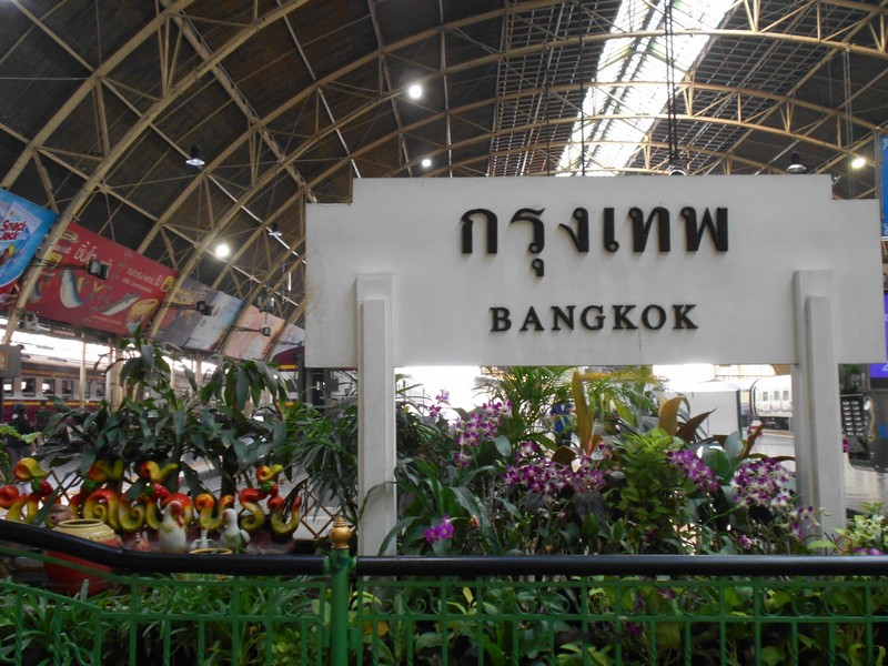 To reach Chinatown Bangkok, you can use a bus or Bangkok Hua Lamphong Railway Station that is very near. This is the main railway station in the city.