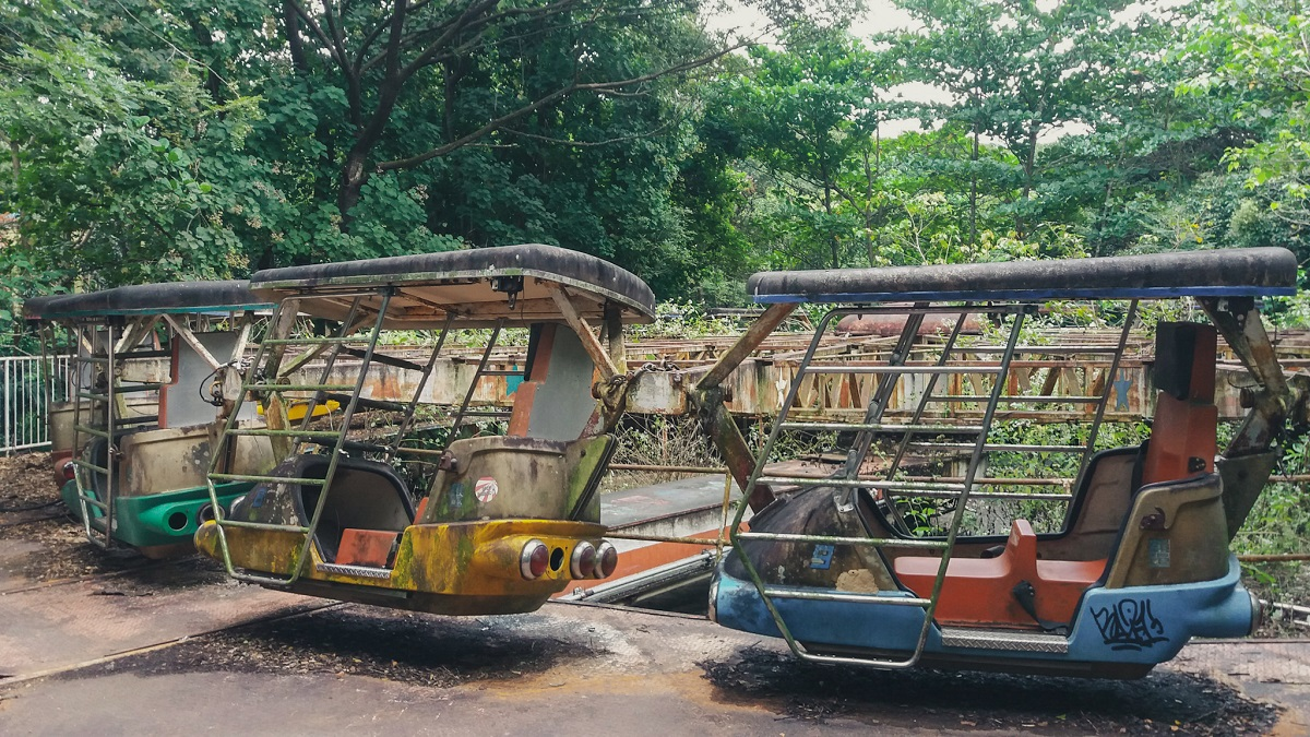 Secret places in Yangon- abandoned amusement park
