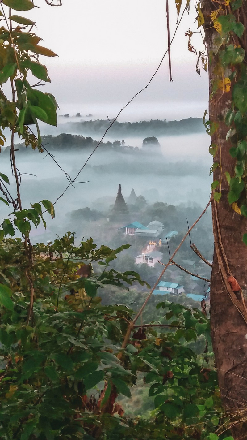 The sunrise in Mrauk-U isn't describable. You will never get the real feeling through a description as you don't listen to the sounds of the birds or feel the sunrays.