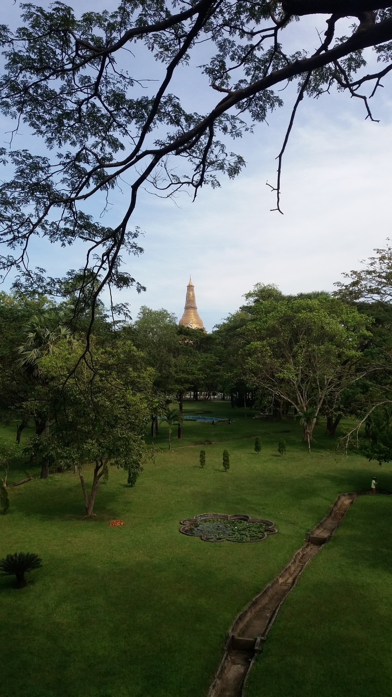 As I have visited many attractions of Yangon the first time I visited the city, this time I dedicated all my time to explore it by bicycle.