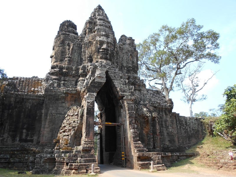Best way to visit Angkor Wat temples: by bicycle
