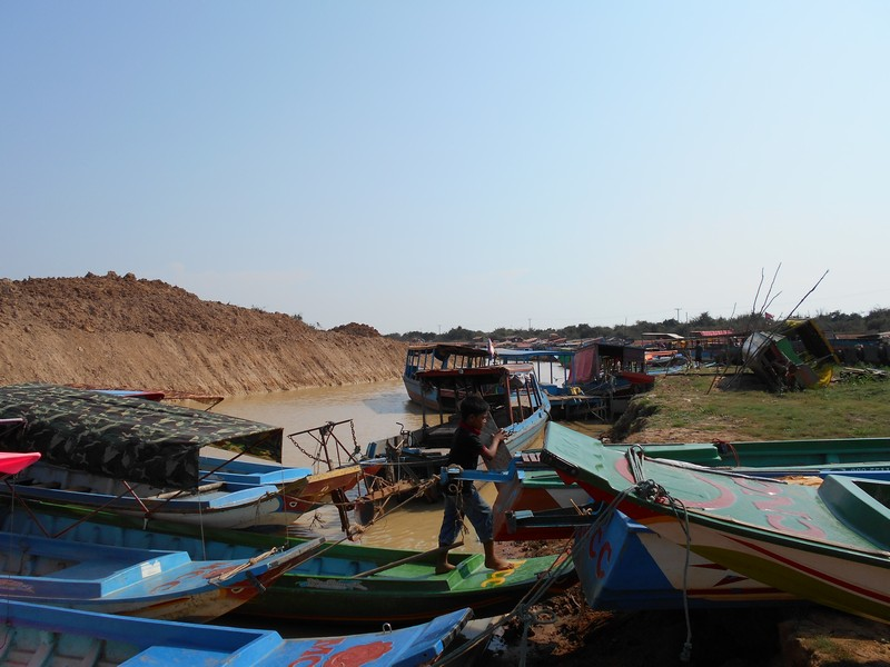 As there isn't much to do in Siem reap besides visiting the Angkor Wat area, I and my friend decided to visit the Siem Reap Floating village.