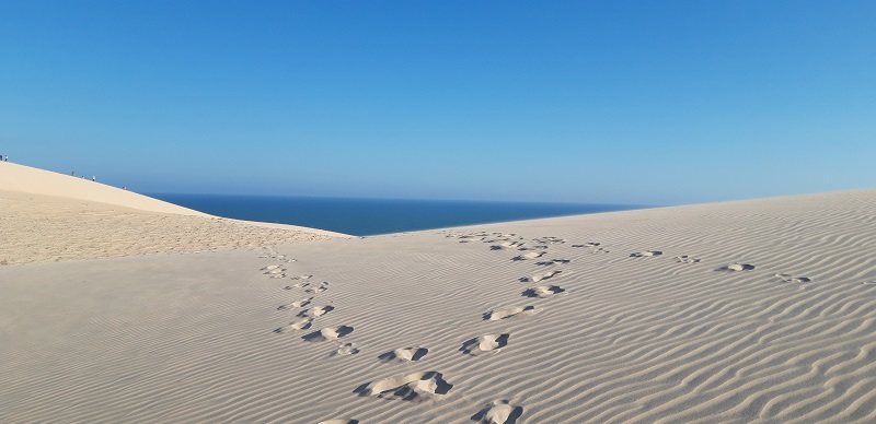 Since my first hitchhiking experience was good, the next day we returned to the road to try our luck again. Our destination: Mui Ne sand dunes.