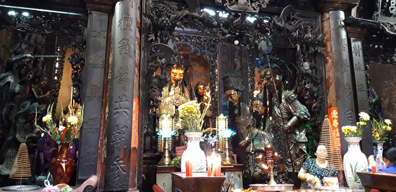 There are many temple in Ho Chi Minh, but not all of them are worth a visit. Travelers tend to think this is just a chaotic place with not much to see.