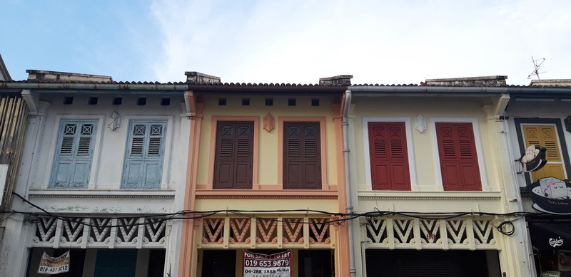 I'm going from Cameron Highlands to the island and have no idea where to stay. Then I decided to stay in Penang Georgetown and I don't regret.