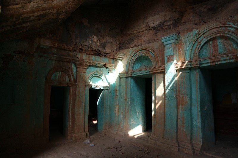 However, Monywa looks rather interesting to me, so I'm staying there for a few days. The main reason to visit Monywa for me is Phowintaung cave.