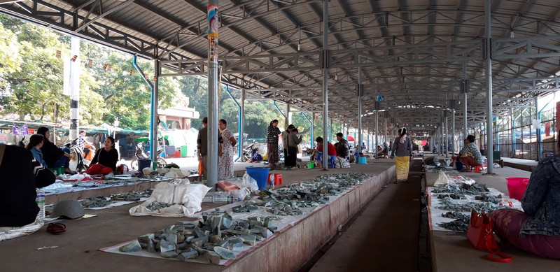 This is my third time in Mandalay and besides exploring the city enough times, I am sure there are still many places in this city to visit, like the Jade market in Mandalay.