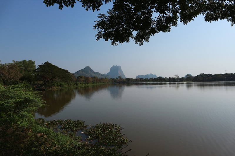 As I only had the afternoon to explore Hpa-An, I decided to walk around and find the best spot to watch the sunset in Hpa-An.
