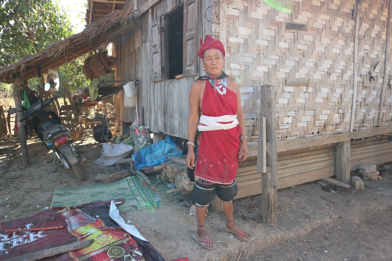 Someone told me about a student that takes foreigners to the Loikaw villages and after contacting him on Facebook I got lucky.