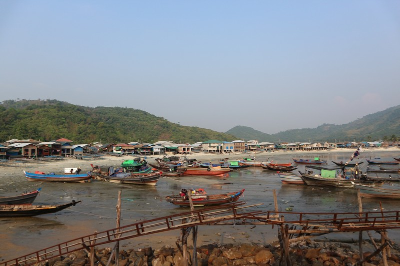 On the second day of my stay in Dawei, I decided to go further and visit more Dawei beaches: Tizit beach and San Hlan beach.