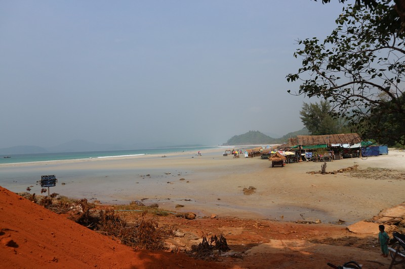 I decided to sleep at Paradise beach as I want to explore the maximum of Dawei beaches. Going from Dawei city to the very south of the Peninsula and going back the same day is not an option.