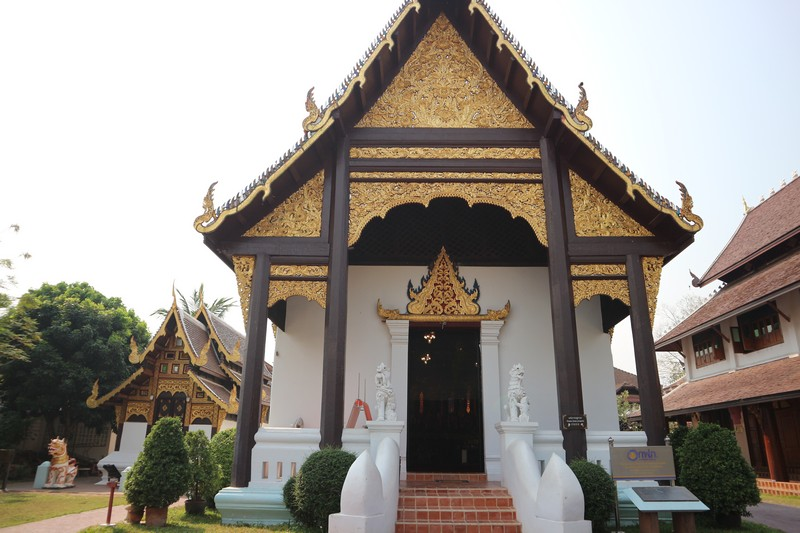 Chiang Mai is very different from everything I have seen in the previous 2 months in Myanmar territory. It is a modern city, very western looking with loads of fancy places