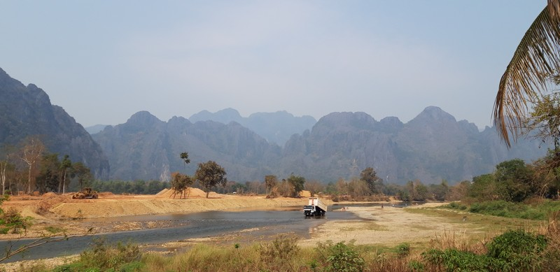 Vang Vieng has so many different activities to offer and so many things to do. Vang Vieng blue lagoon is one of the hot spots