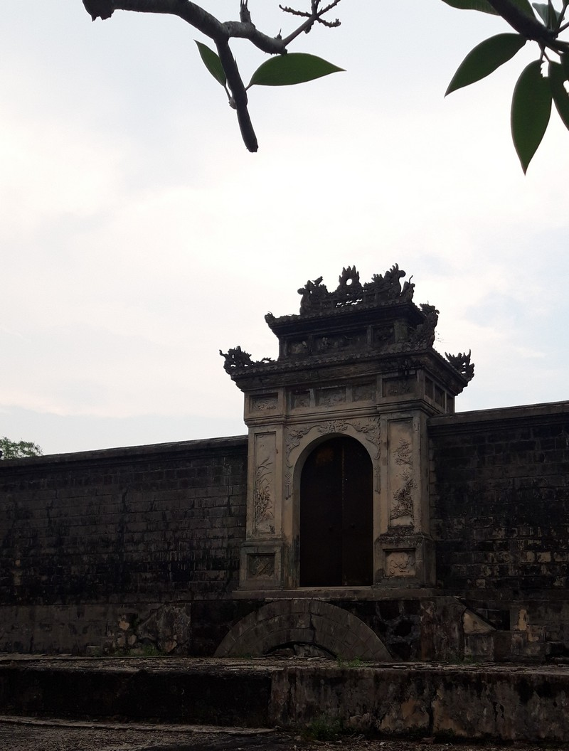 We didn't stay in Hue Vietnam for more than two days, despite the fact that the city has numerous beautiful tombs to see and things to do.