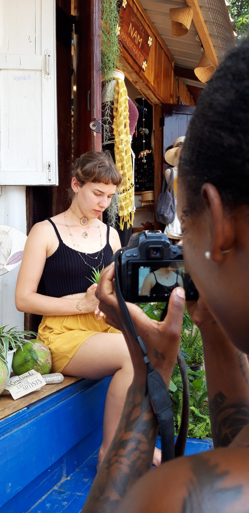 We also had the chance to do a photoshoot with the items sold at the Garden of Eden. For this, we counted with the help of Sophia that was volunteering next door. It was super fun!