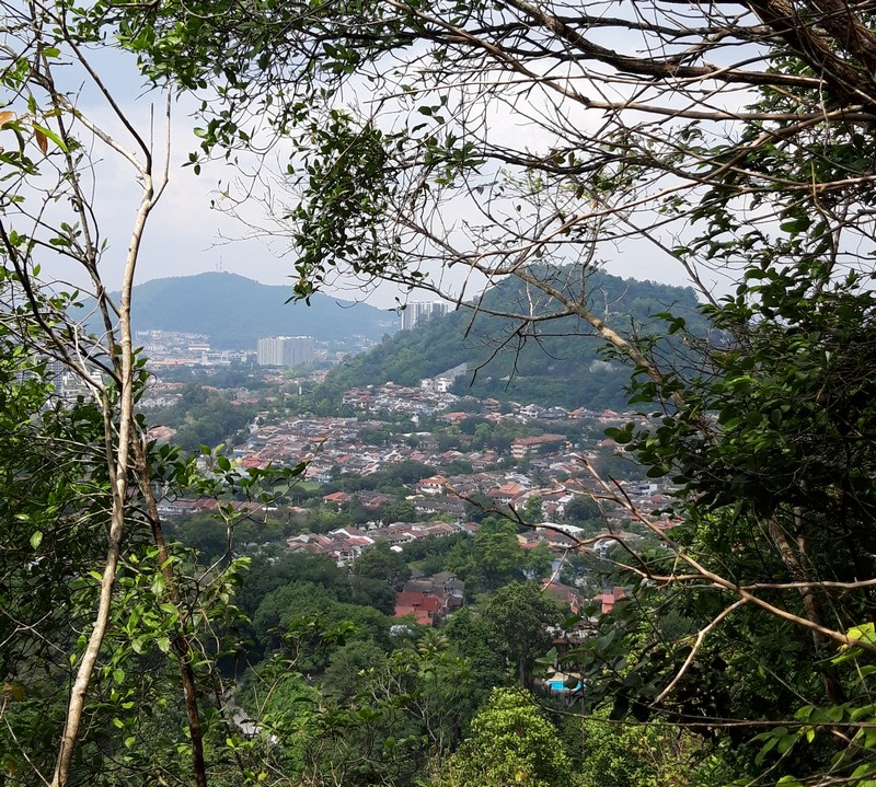 Bukit Tabur is just over 30 minutes away by car from the city of Kuala Lumpur in Malaysia, but it is not a well-known place for tourists.