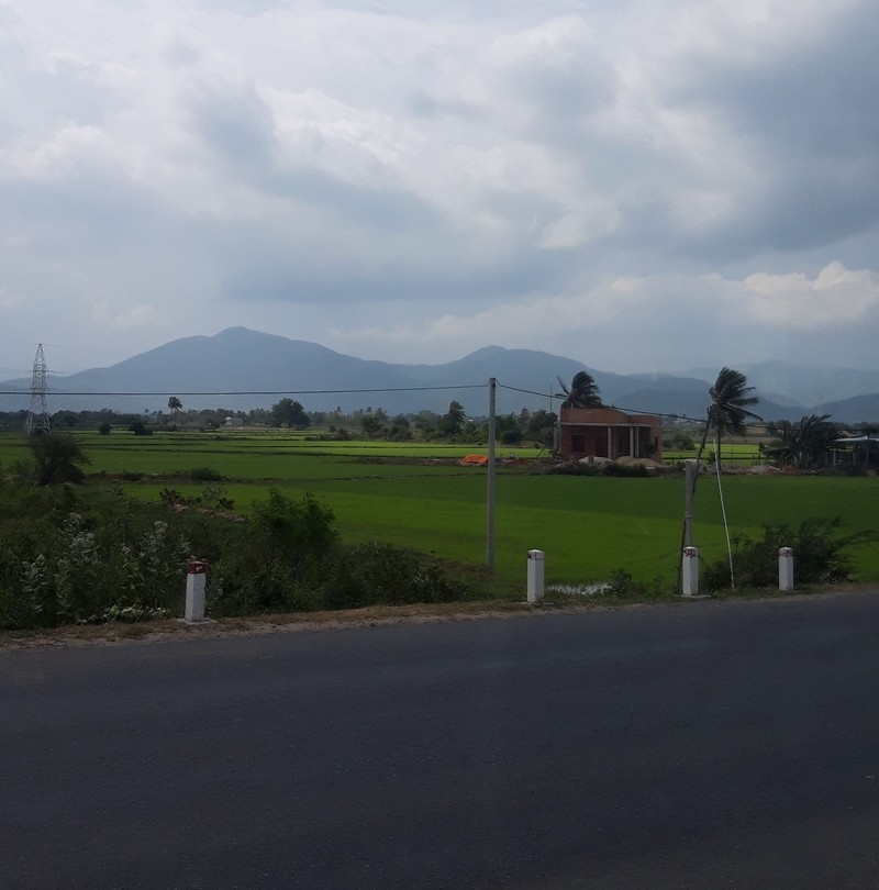 I went from Ho Chi Minh to Nha Trang by bus, on a long journey that took all day. The bus takes about 9 hours and I decided to do this trip during the day