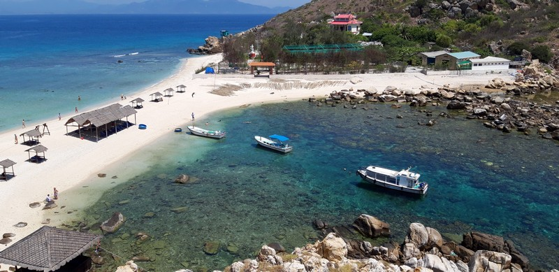 Vietnam is definitely not the place where mass tourists come to lay on the beach, therefore, there are still many unknown Vietnam island to tourists.