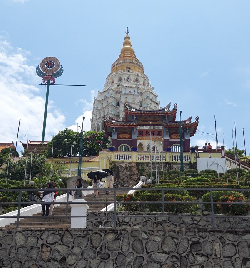 Kek Lok Si is the most beautiful and big temple in Penang, therefore, a visit is mandatory. The temple is a bit far from Georgetown