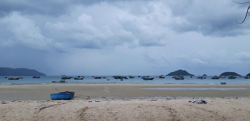 I stayed 3 nights in Con Dao islands and if on the first day the rain was threatening, the other days the same didn't happen. Inclusively I spent a day at the hostel because of the rain...