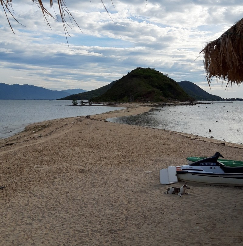 I wanted to visit Diep Son island on my own besides not looking so easy to do so, and I did it.