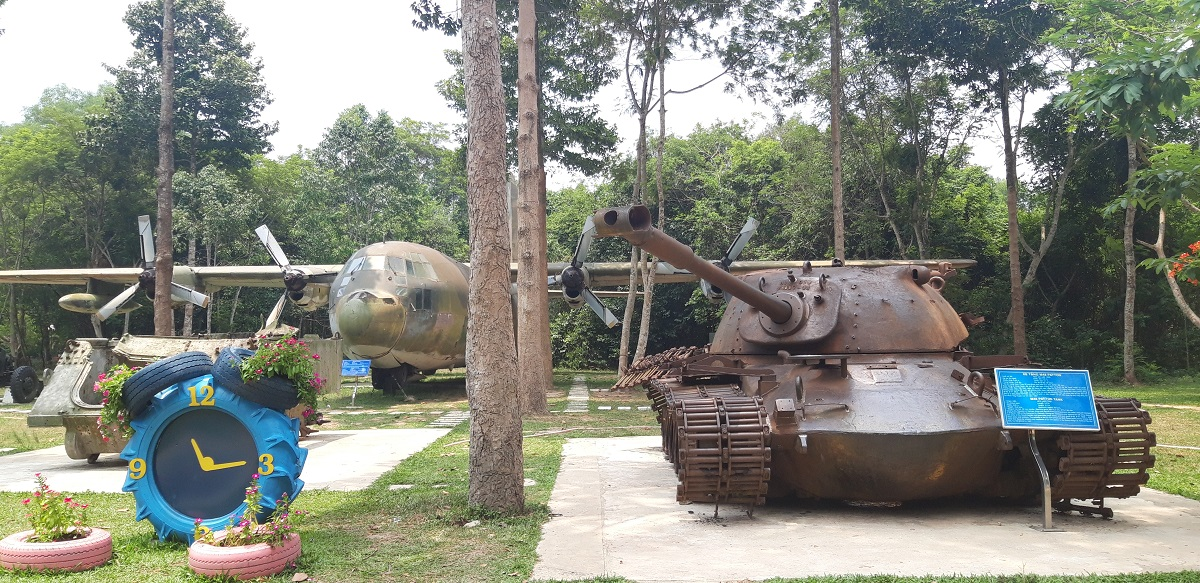 Going to the Cu Chi tunnels by local bus