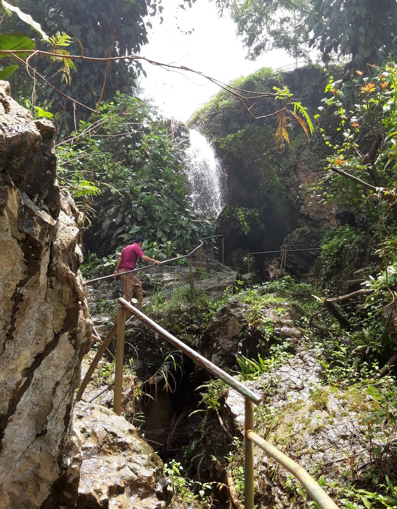 Another major attraction of the city is the Dalat waterfalls. There are many beautiful and impressive waterfalls near town and you need to make choices.